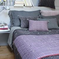 plaids et bout de lit. Black Bedroom Furniture Sets. Home Design Ideas